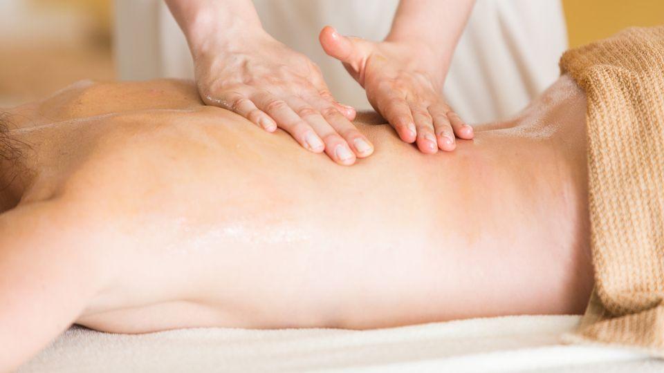 Massaggio con oli essenziali