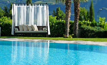 Outdoor Swimmingpool with Whirlpool