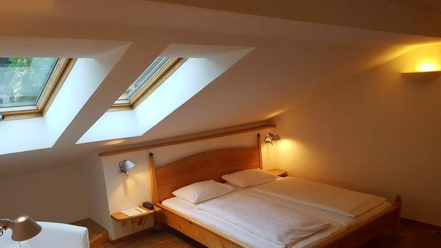 Doppelzimmer mit Dachschräge