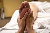 FOOT REFLEXOLOGY (Fußreflexzonen-Massage)