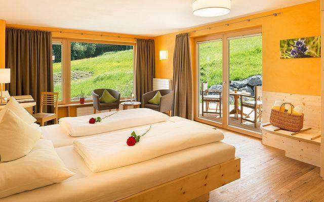 Wellness- Suite Zirbe & Lehm mit Blick zum Kräutergarten