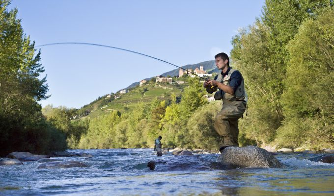 Fischen entlang des Passerflusses