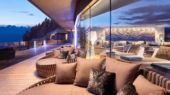 Charme, chic und alpiner Luxus erwarten Sie in einer 5 Sterne Kulisse