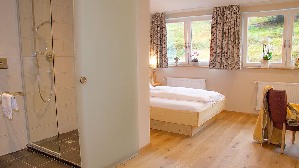 Gehobenes Einzelzimmer / Pärchenzimmer mit franz. Bett