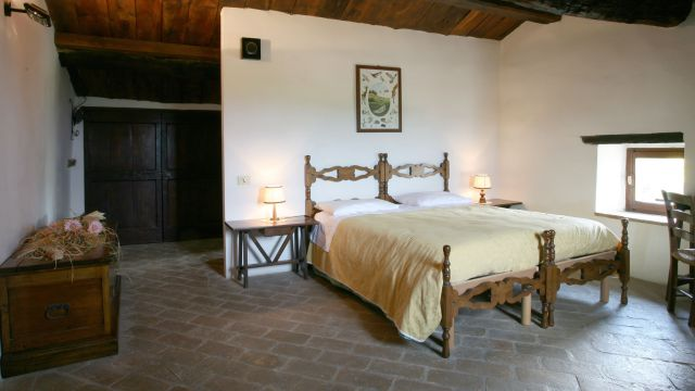 "Mulit-Bed Room ""The Italian Maple"""